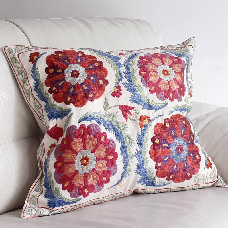 シルク手刺繍のクッションカバー/ウズベキスタンスザンニ/suzani/48×53cm 華やかな花模様