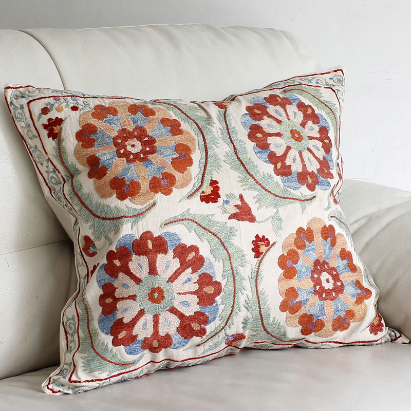 シルク手刺繍のクッションカバー/ウズベキスタンスザンニ/suzani/48×54cm 華やかな花の刺繍
