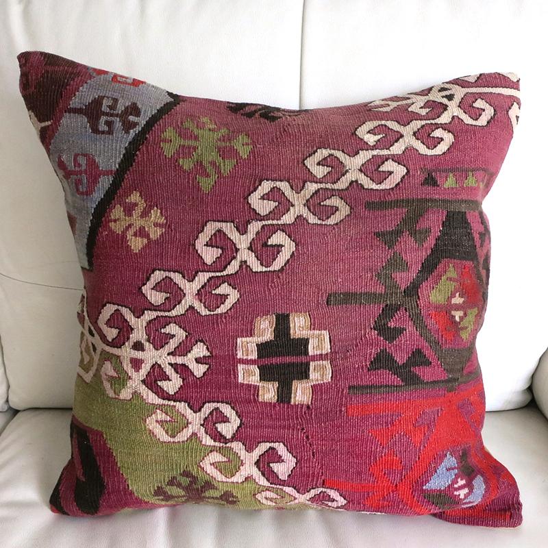 オールドキリムクッションカバー50cmサイズ50x50cmアダナ/赤紫に細かな爪のドラゴン