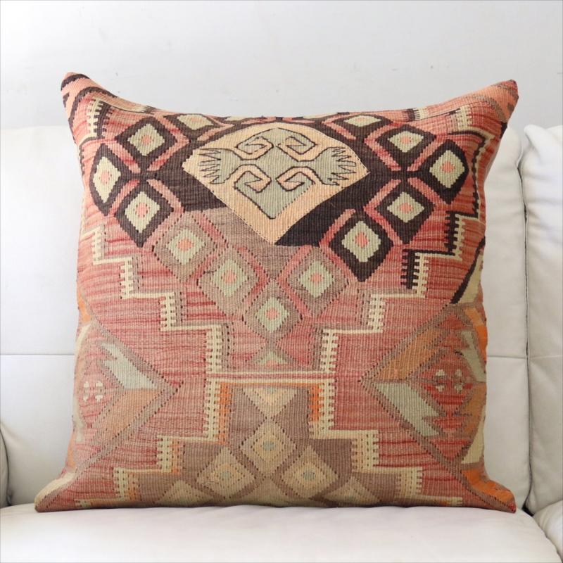 オールドキリムクッションカバー 60cm角 ビッグピロー Old Turkish Kilim Cushion ナチュラルブラウン&レッド・階段状のひし形モチーフ