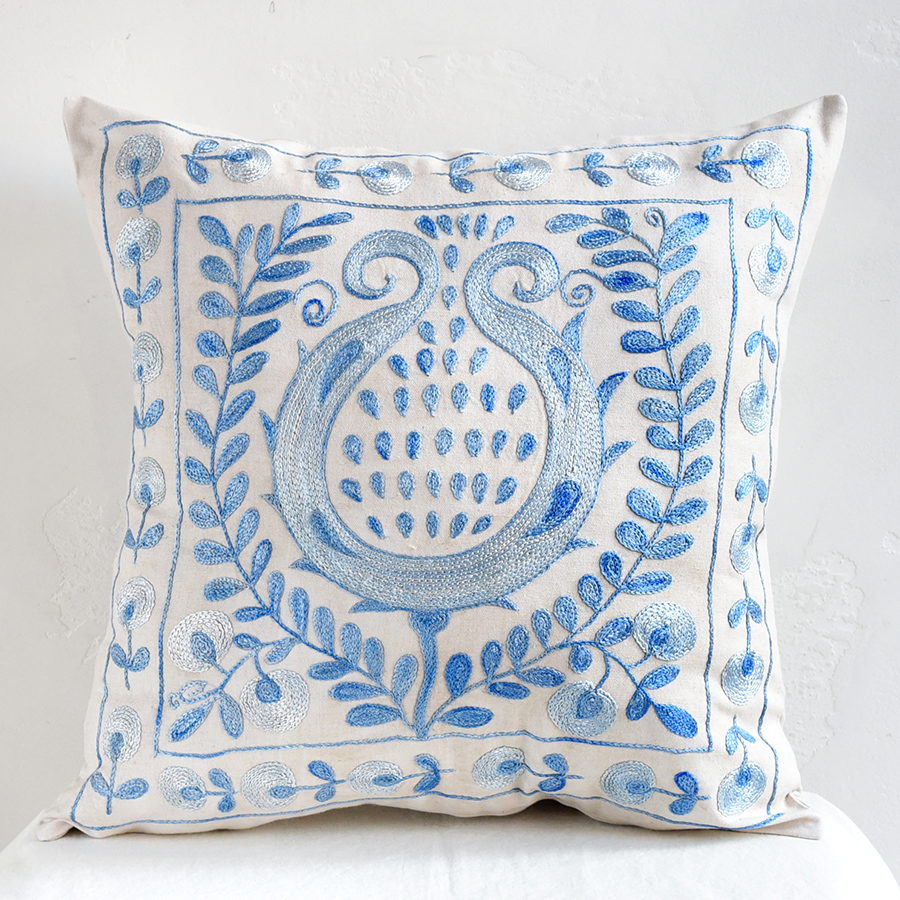 クッションカバー45cm角 ウズベキスタンスザンニ suzani シルクの手刺繍大きな青い花