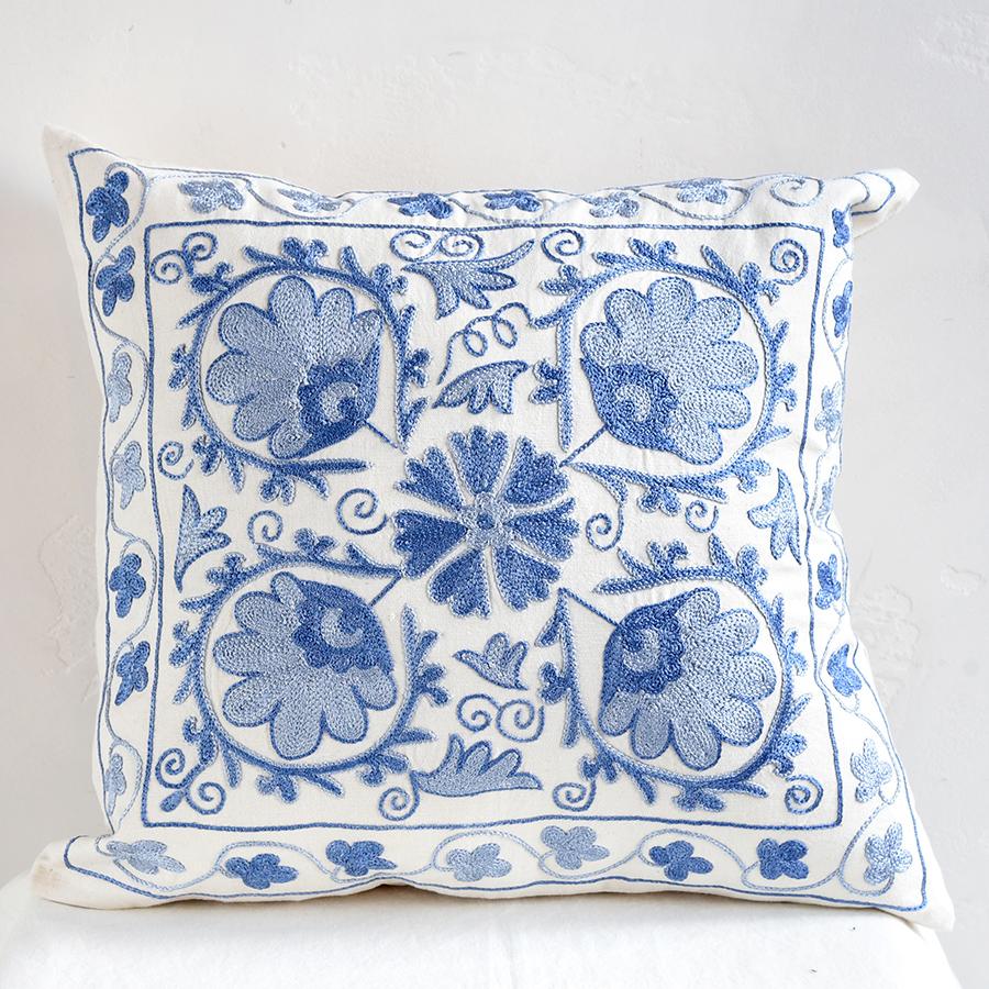 クッションカバー45cm角 ウズベキスタンスザンニ suzani シルクの手刺繍青い花模様