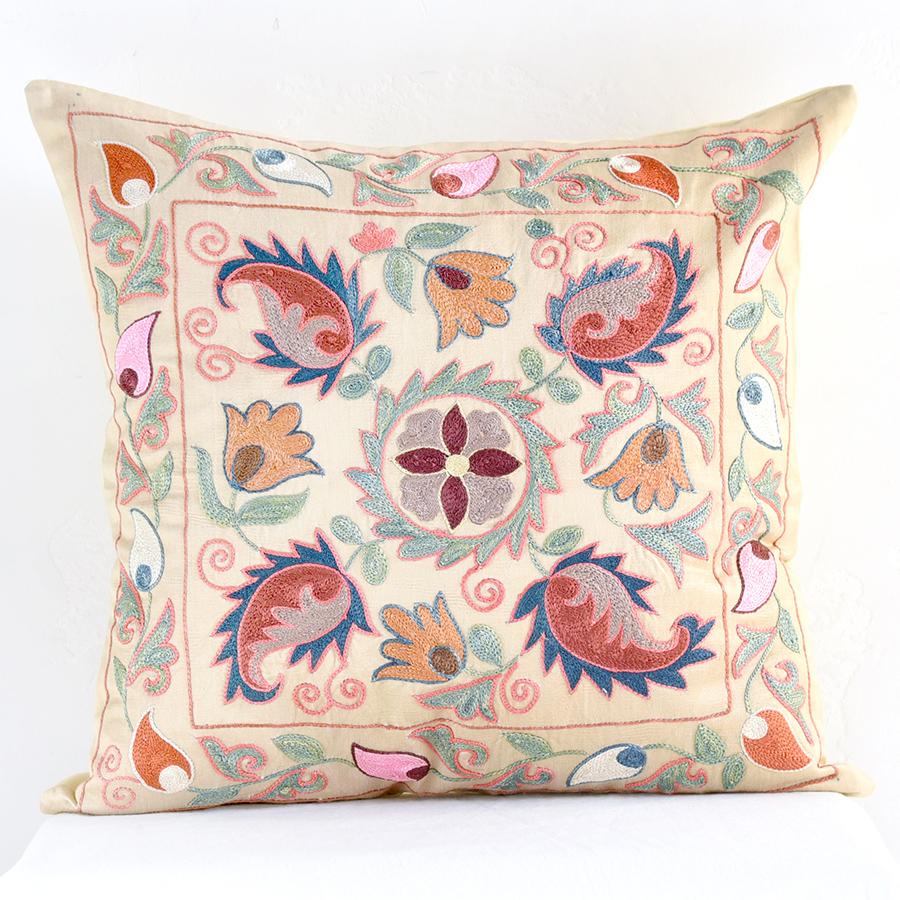 クッションカバー45cm角 ウズベキスタンスザンニ suzani シルクの手刺繍カラフルな花模様