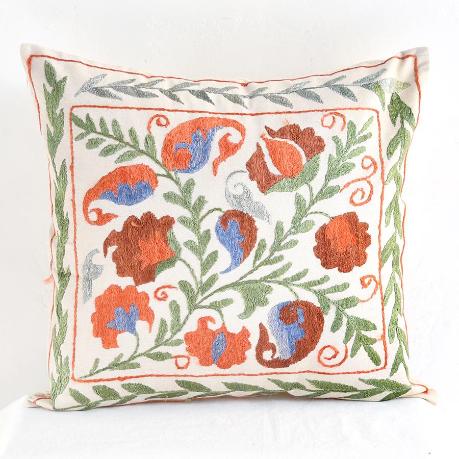 クッションカバー45cm角 ウズベキスタンスザンニ suzani シルクの手刺繍赤い花と枝葉