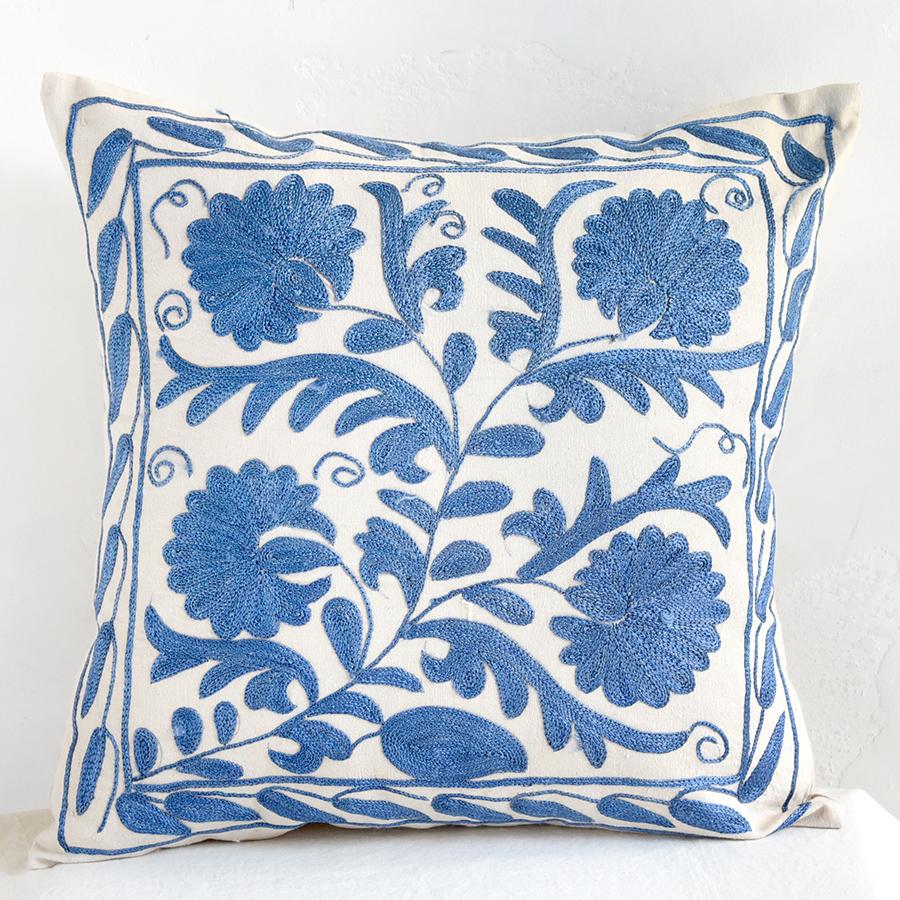 クッションカバー45cm角 ウズベキスタンスザンニ suzani シルクの手刺繍青い花と枝葉