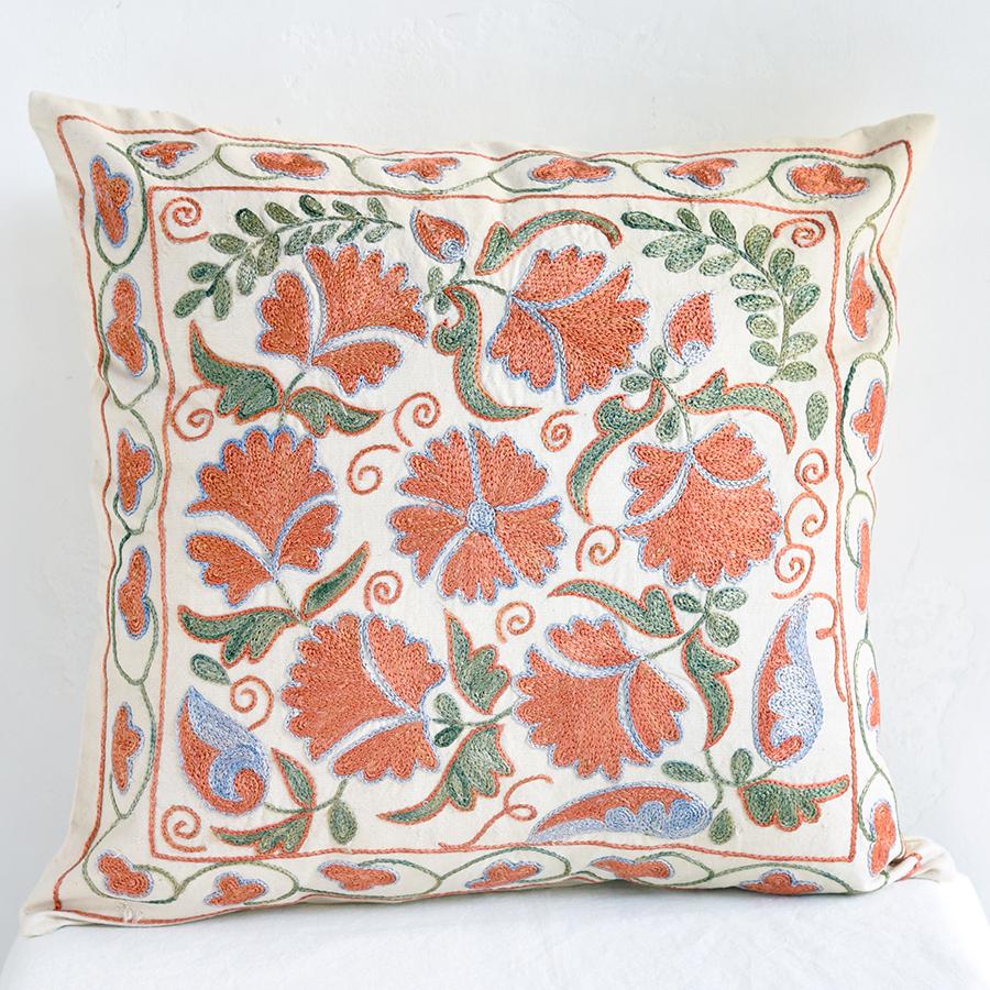 クッションカバー45cm角 ウズベキスタンスザンニ suzani シルクの手刺繍赤い花模様