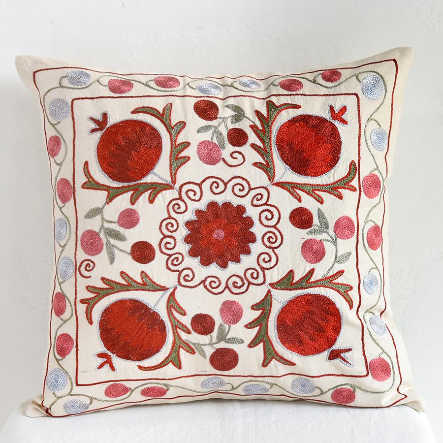 クッションカバー45cm角 ウズベキスタンスザンニ suzani シルクの手刺繍小さな花と果実