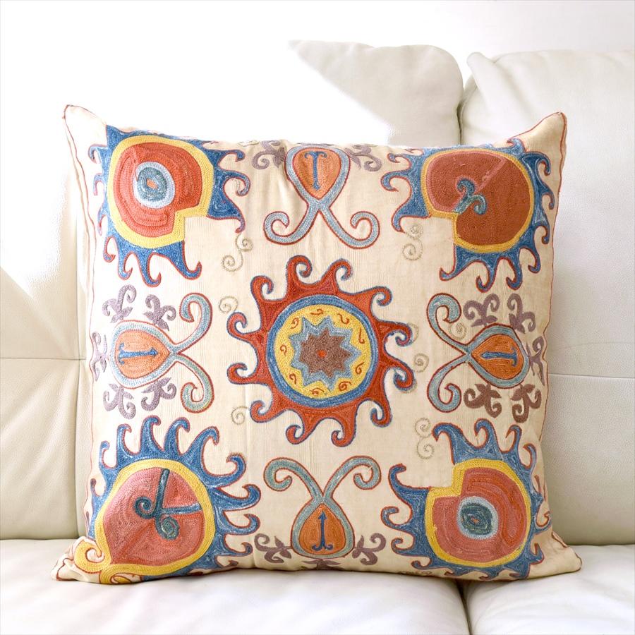 シルク手刺繍のクッションカバー/ウズベキスタンスザンニ/suzani/ 52×49cm華やかな花模様