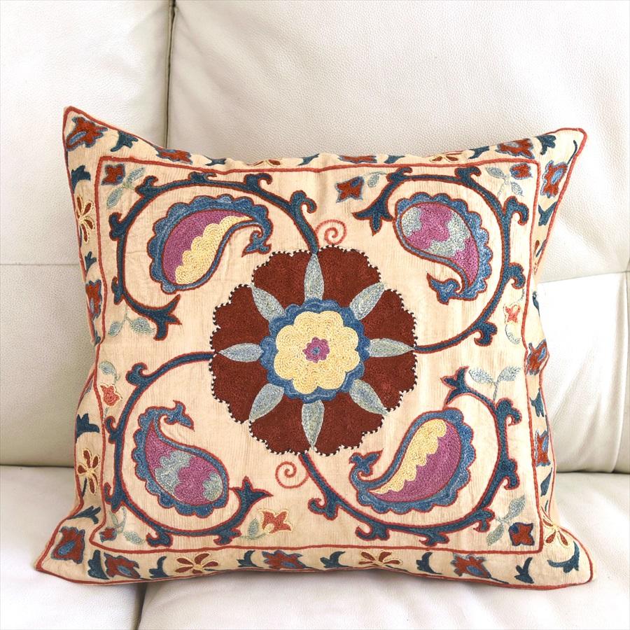 シルク手刺繍のクッションカバー/ウズベキスタンスザンニ/suzani/ 37×42cm華やかな花模様