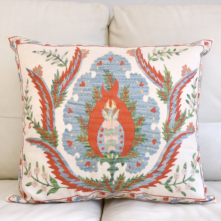 シルク手刺繍のクッションカバー/ウズベキスタンスザンニ/suzani/ 56×49cm華やかな花模様