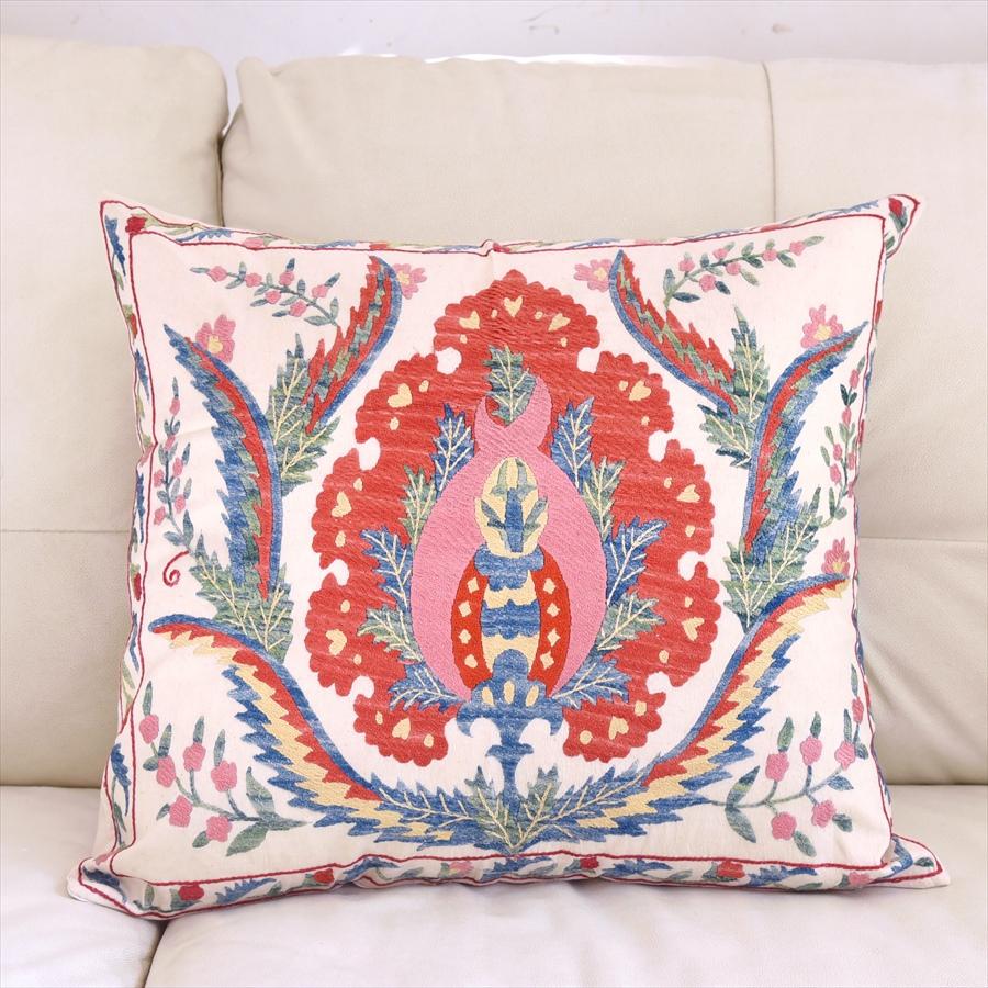 シルク手刺繍のクッションカバー/ウズベキスタンスザンニ/suzani/ 49×53cm華やかな花模様