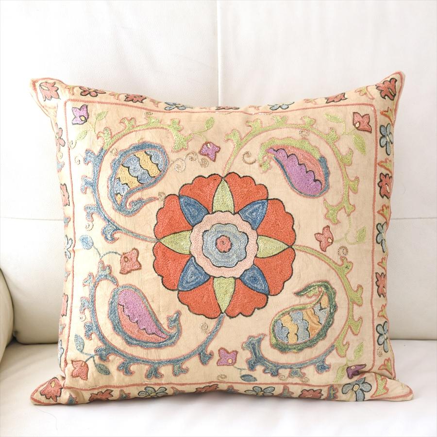 シルク手刺繍のクッションカバー/ウズベキスタンスザンニ/suzani/ 50×46cm華やかな花模様