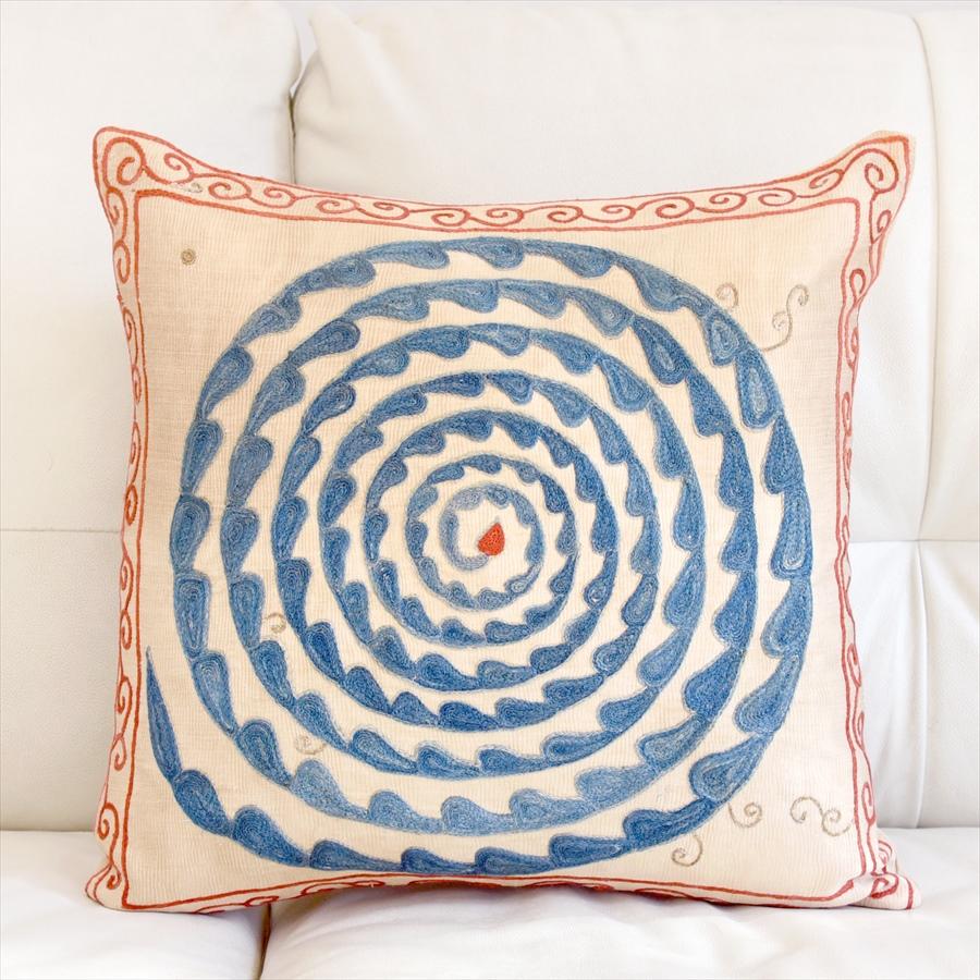 シルク手刺繍のクッションカバー/ウズベキスタンスザンニ/suzani/ 46×46cm華やかな渦巻き模様