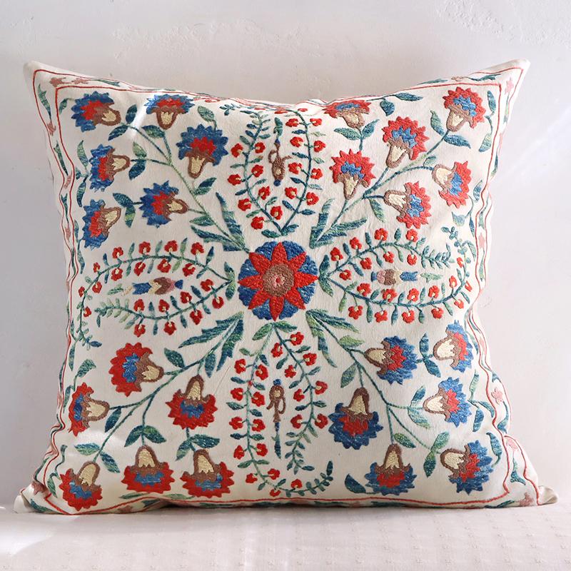 シルク手刺繍のクッションカバー/ウズベキスタンスザンニ/suzani51×50cmカーネーションと小さな花