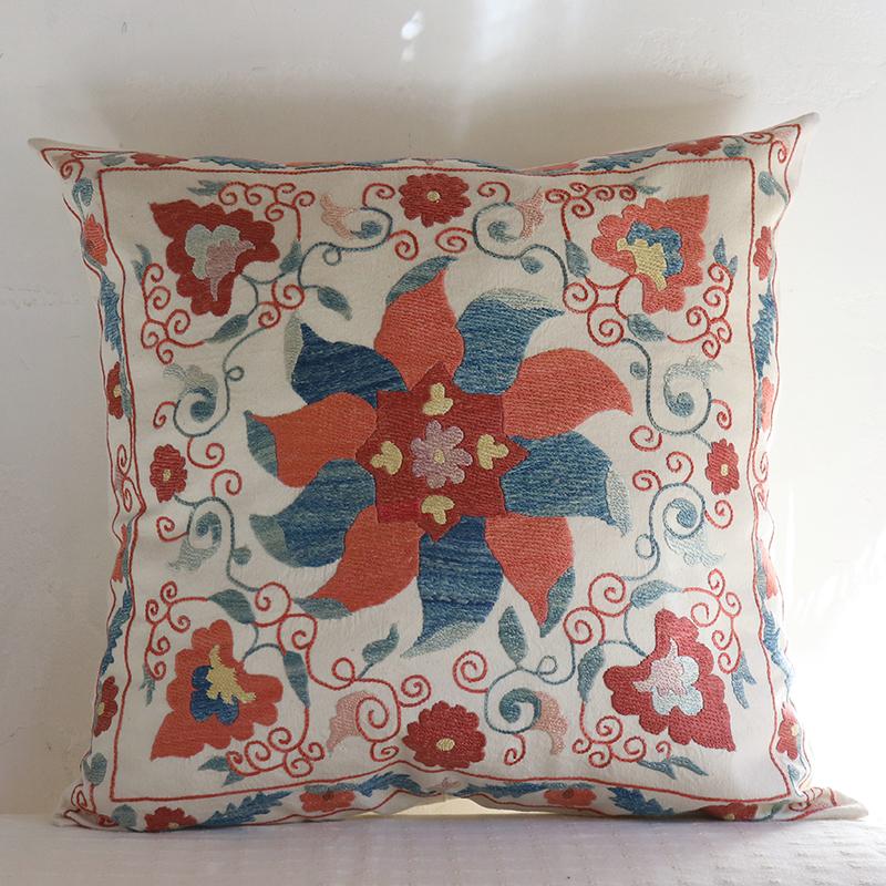 シルク手刺繍のクッションカバー/ウズベキスタンスザンニ/suzani51×49cm鮮やかな大きな花模様