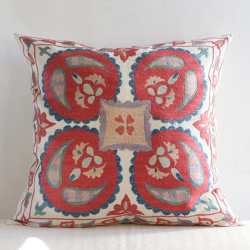 シルク手刺繍のクッションカバー/ウズベキスタンスザンニ/suzani51×49cm大きな赤い果実