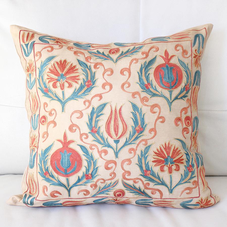 クッションカバー50cm角 ウズベキスタンスザンニ suzani シルクの手刺繍花模様