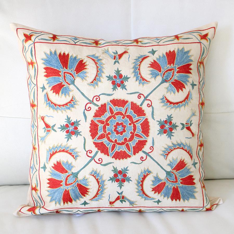 クッションカバー50cm角 ウズベキスタンスザンニ suzani シルクの手刺繍五つの花模様
