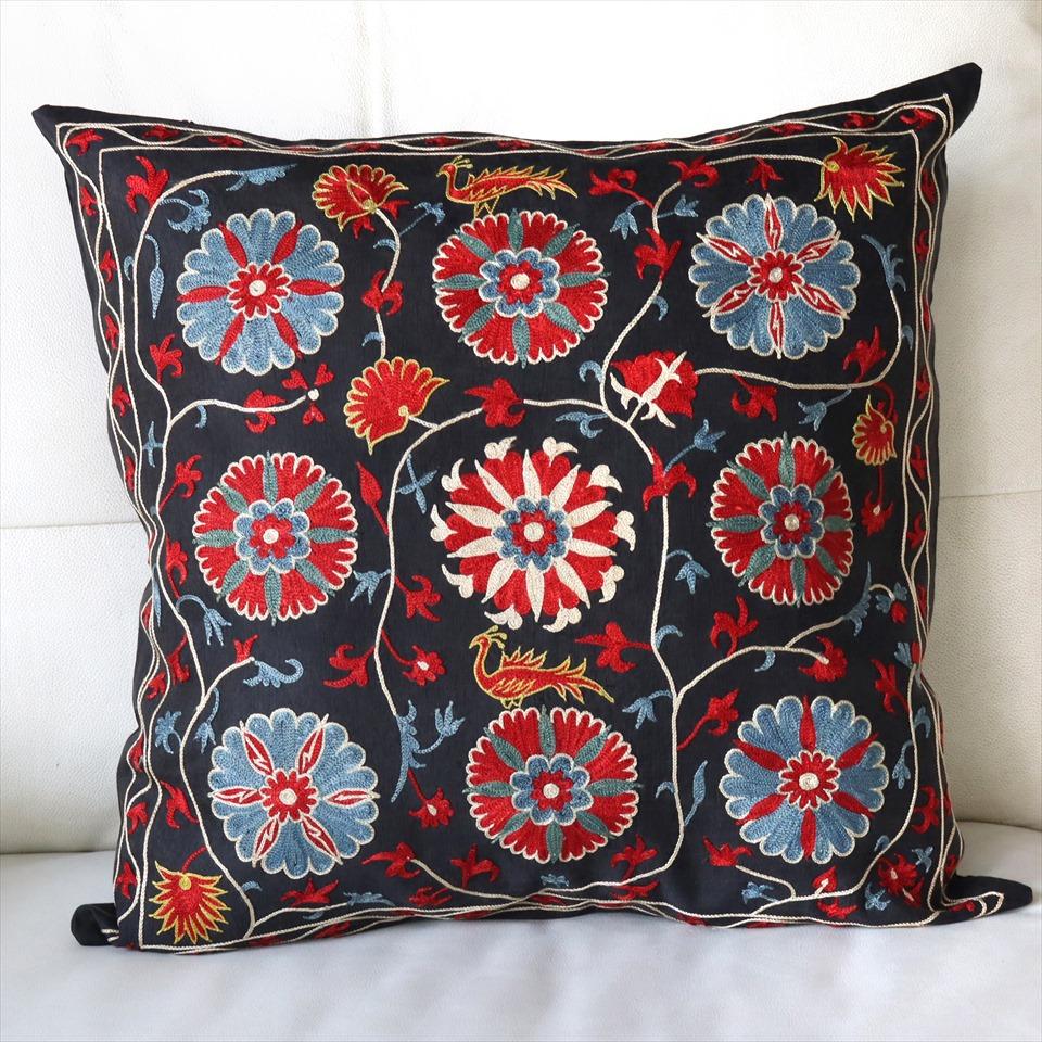 クッションカバー50cm角 ウズベキスタンスザンニ suzani シルクの手刺繍ブラック/花模様