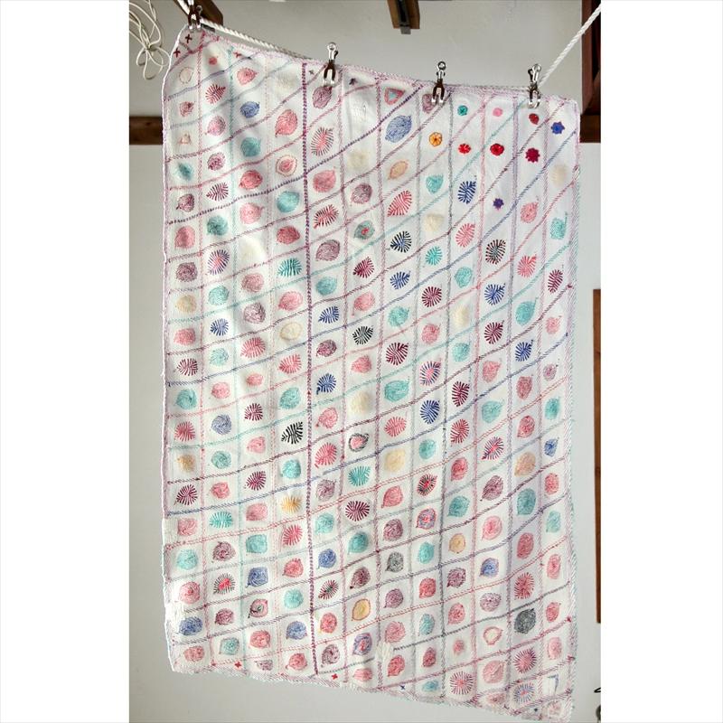 アンティーク カンタ刺繍 子供用ベッドカバー 手刺繍/バングラディッシュ140×88cmヴィンテージ刺繍布(ちょっと台形) Kantha embroidery, Antique