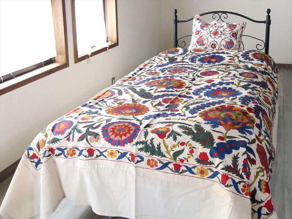 ウズベキスタン・スザンニ(スザニ)・アンティークリプロダクション228×153cmベッドカバー仕立て 咲き誇る花・パルメット