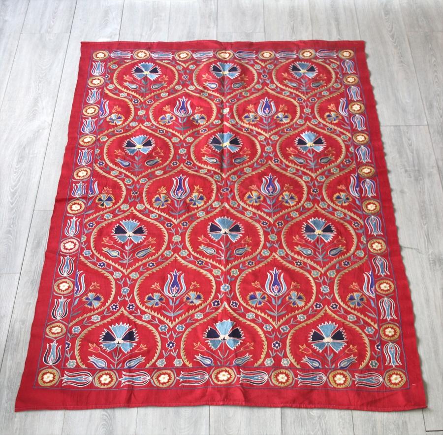 SUZANI スザンニ刺繍 ウズベキスタンの手仕事・オスマントルコの伝統柄164×106cmレッド・カーネーションとチューリップのトレリス