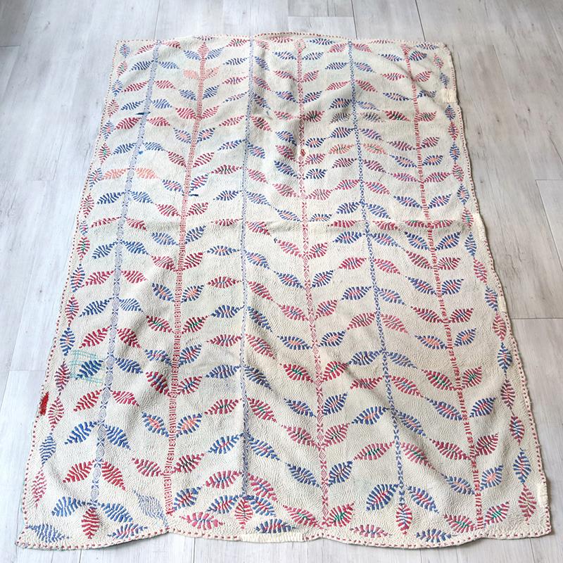 カンタ刺繍・ベンガル地方のアンティーク/ 古布・ヴィンテージファブリック185×110cm葉と蔓 Kantha embroidery, India