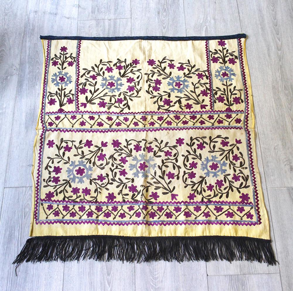 オールドスザンニ(スザニ)・ウズベキスタンの刺繍布 Uzbekistan Suzani68×65cm2枚を縫い合わせたピース ブラウンのタッセル/パープルの小さな花