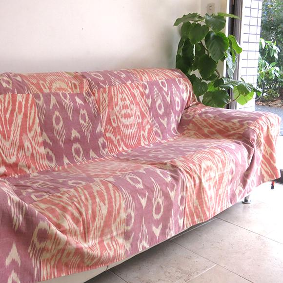 ウズベキスタン・アトラス(イカット・絣)布淡いピンクとパープルのパッチワーク・タッセル飾り付き
