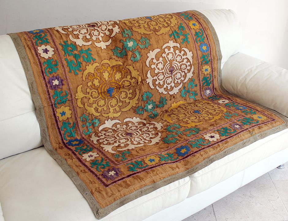 スザンニ(スザニ)・ウズベキスタンの刺繍布/オールド Vintage Suzani, Uzbekistan144×113cm黄色と白色の連続する花