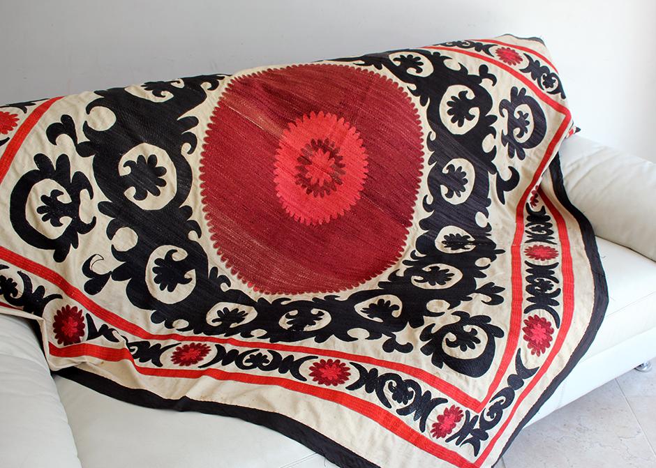 オールドスザンニ ウズベキスタンの刺繍布 Uzbekistan Suzani163×166cm赤と黒の太陽/サマルカンド