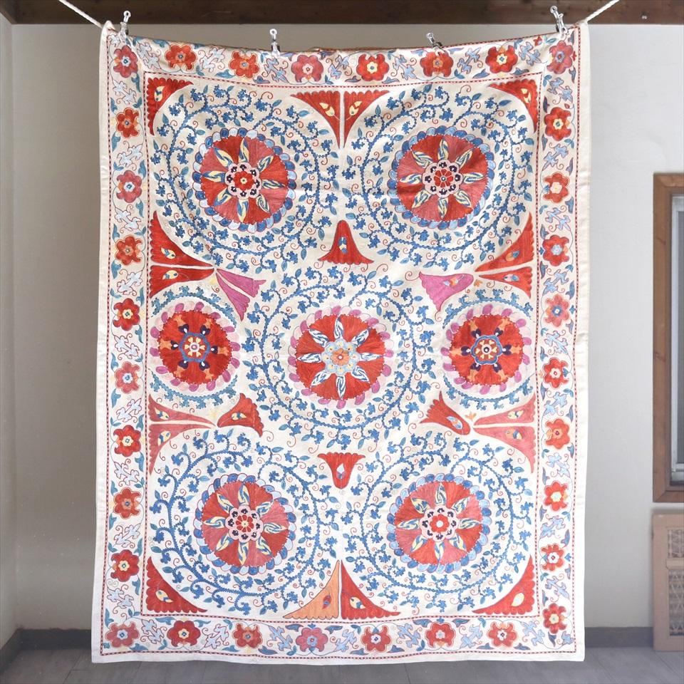 スザンニ刺繍・アンティークデザインリプロダクション188×148cmアンティークデザインを複製した伝統柄/ブルー&オレンジ・花と蔓