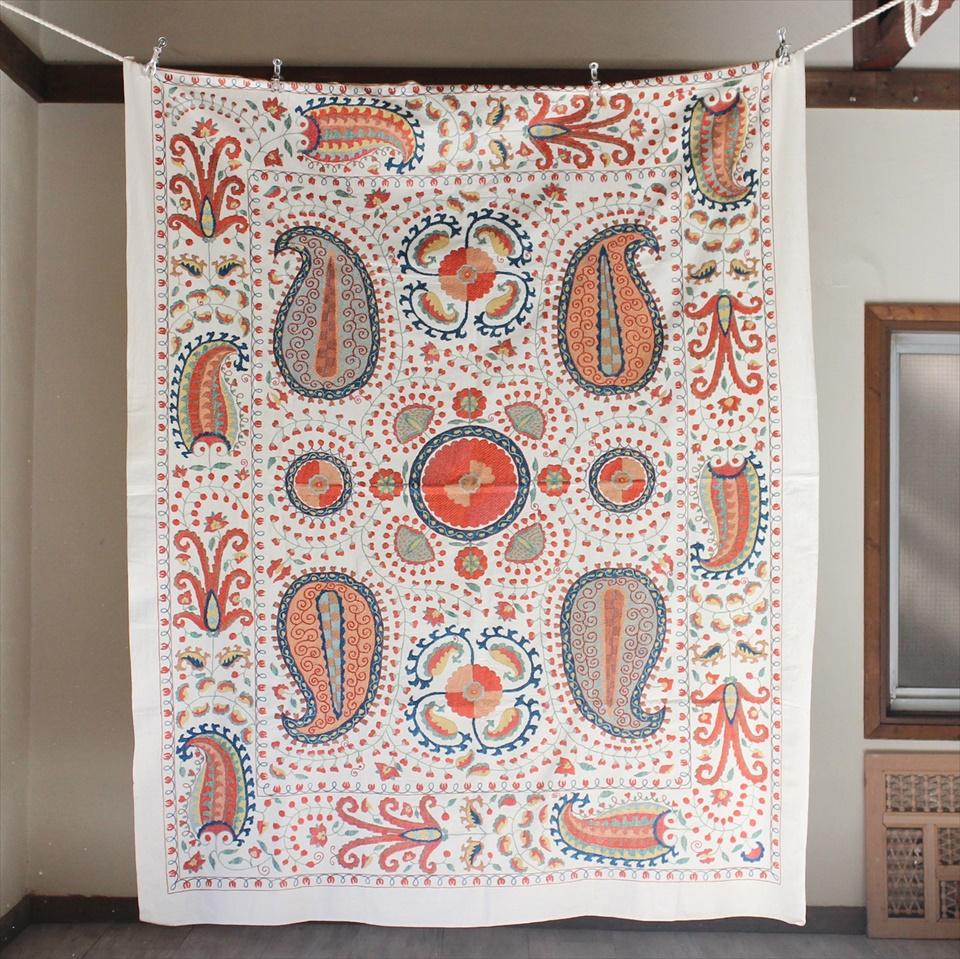 スザンニ刺繍・アンティークデザインリプロダクション192×157cmアンティークデザインを複製した伝統柄/オレンジ&グリーン・大きなボテと花