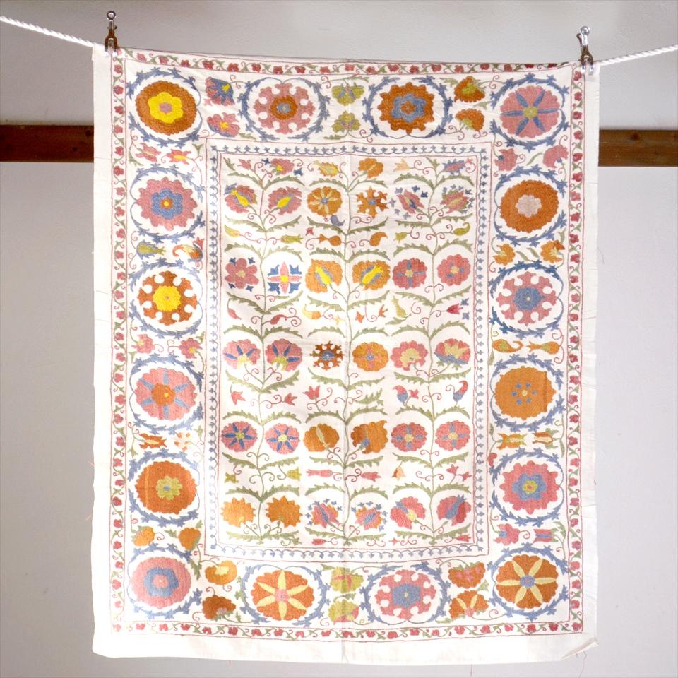 Suzani, Uzbekistan Suzani, Embroidary ウズベキスタン・スザンニ刺繍布125×103cmアンティークデザイン・ピンクとオレンジの花