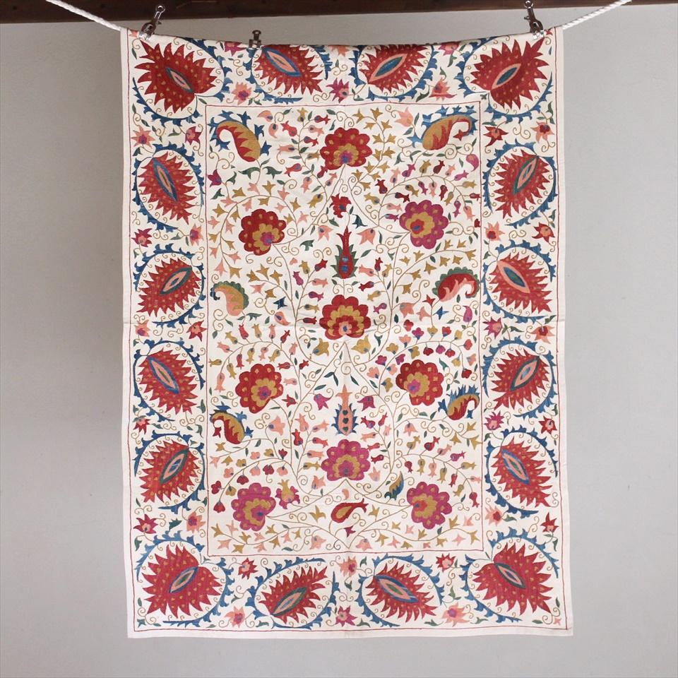 スザンニ刺繍・アンティークデザインリプロダクション130×95cmアンティークデザインを複製した伝統柄/パルメットとすずらん