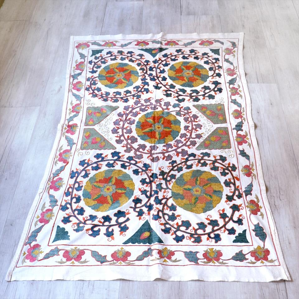 ウズベキスタン・スザンニ刺繍布 アンティークデザイン160×90cm5つの大きな花 Suzani, Uzbekistan Suzani, Embroidary