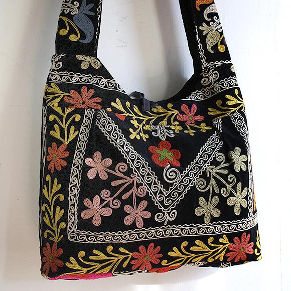 ウズベキスタンのスザンニ刺繍・ベルベット地ショルダーバッグ/ブラック