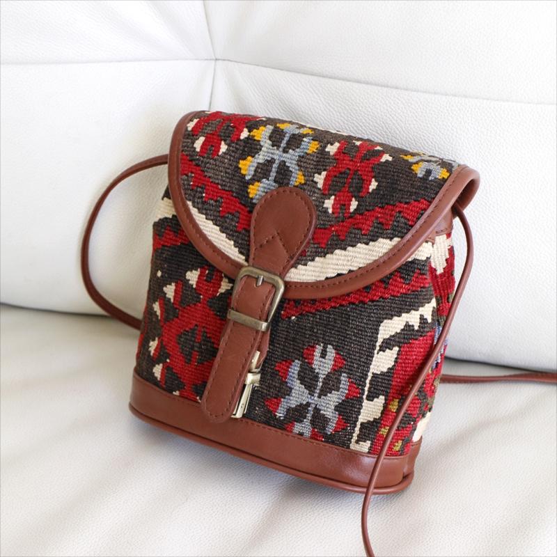 オールドキリムと革のバッグフタつきプチショルダー/トルコ製