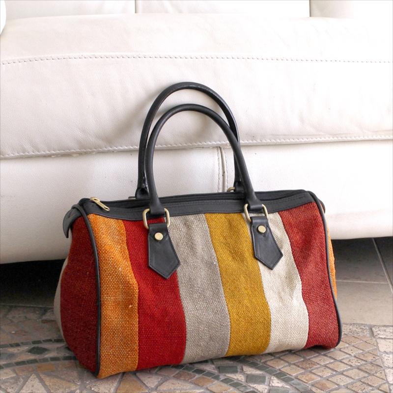 オールドキリムと革のバッグ・ラウンドミニボストンカラフルペルデのパッチワーク/トルコ製