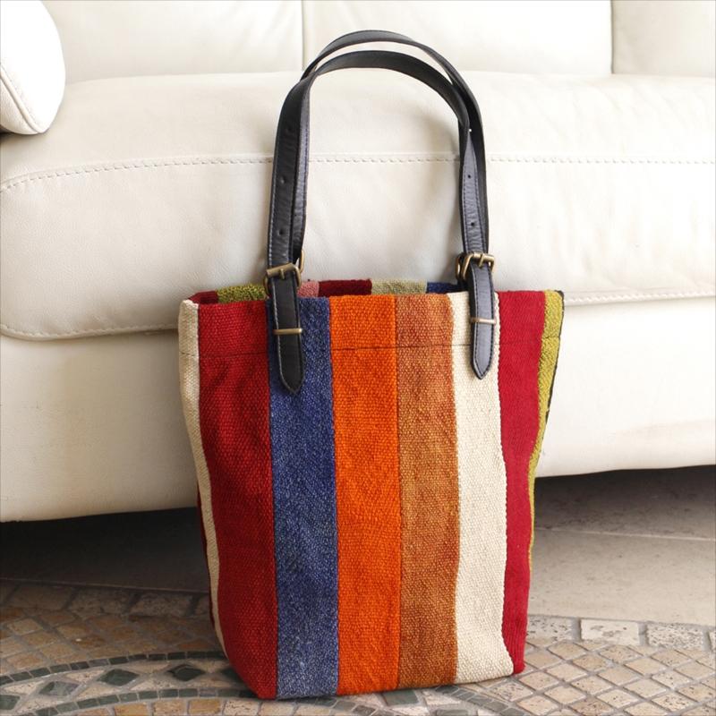 オールドキリムと革のバッグ・マーケットトートカラフルペルデのパッチワーク/トルコ製