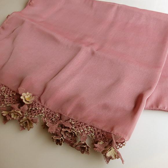 トルコの伝統手芸・刺繍針で作る繊細なイーネ・オヤスカーフ小花のモチーフ ペールピンク