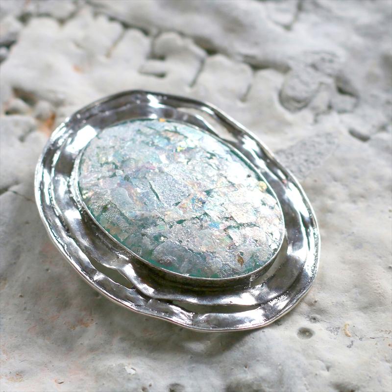 The Roman Glass Company ローマングラス/ブローチ銀化した古代ガラス(パティナ)50cmシルバーチェーン付き