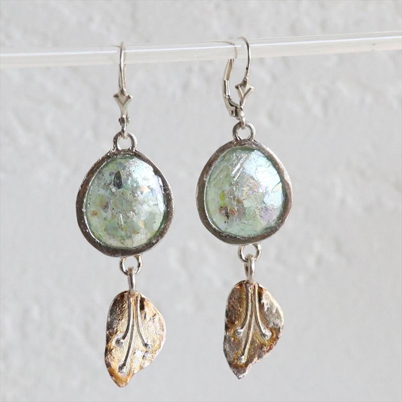 ローマングラス・イスラエル出土/ピアス 葉 植物モチーフ銀化した古代ガラス(パティナ)とシルバー The Roman Glass Company, Israel
