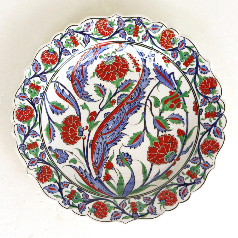 トルコ・手書き絵皿 キュタフヤ陶器 プレート30cmサズ・赤いカーネーション