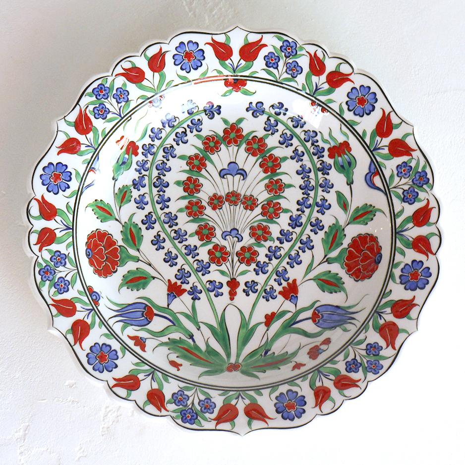 トルコ・手書き絵皿 キュタフヤ陶器 プレート30cmスズランと赤いカーネーション