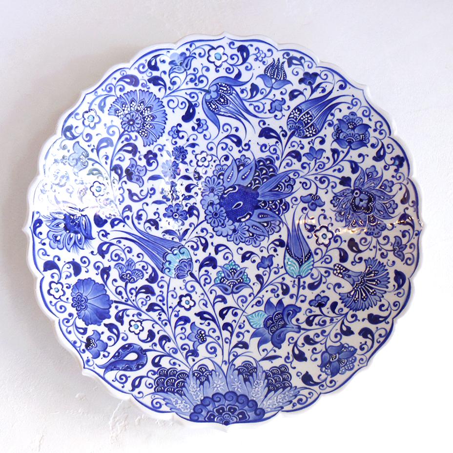キュタフヤ陶器プレート30cm・手書きの飾り皿ブルーフラワー