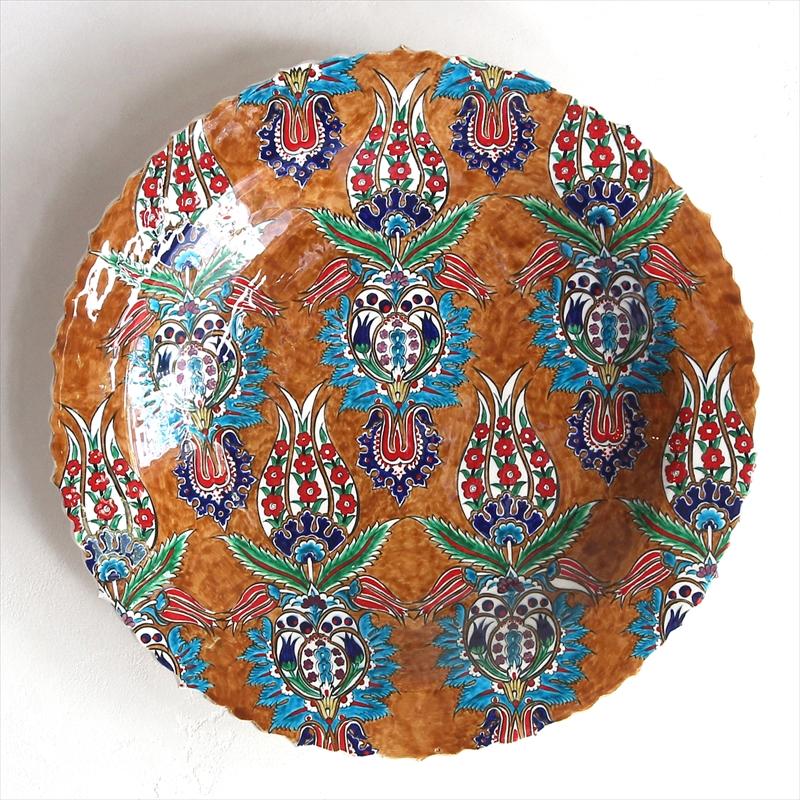トルコ・キュタフヤ産40cmプレート手書きの飾り皿ライトブラウン・チューリップ