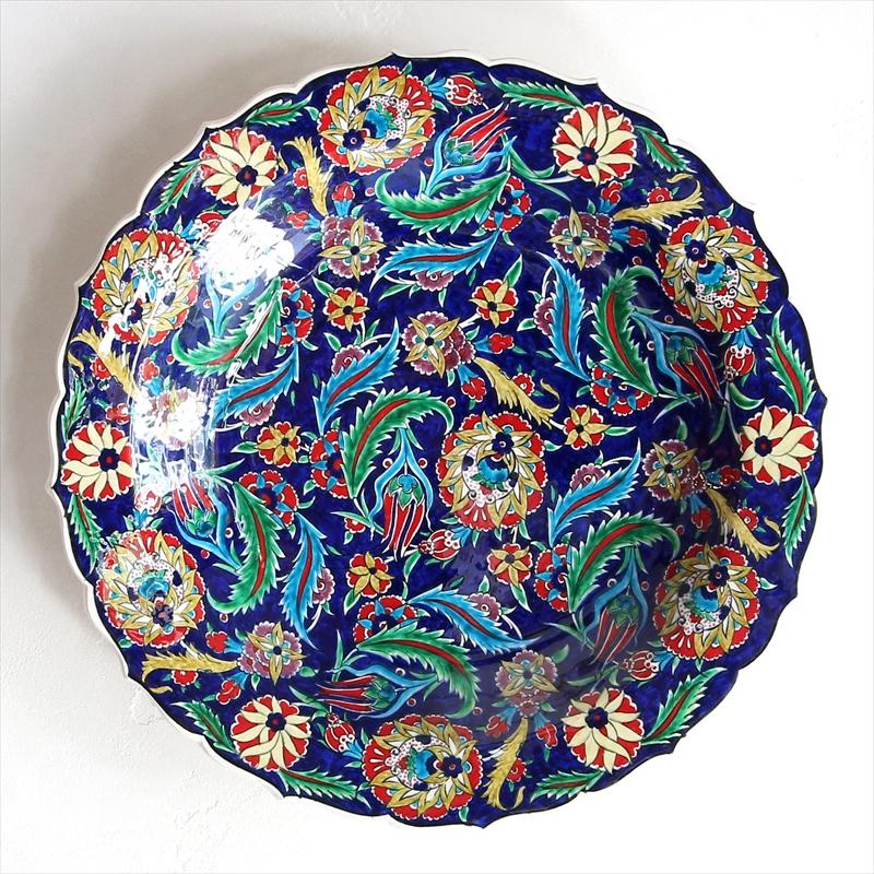トルコ・キュタフヤ産40cmプレート手書きの飾り皿ダークブルー・サズとカーネーション