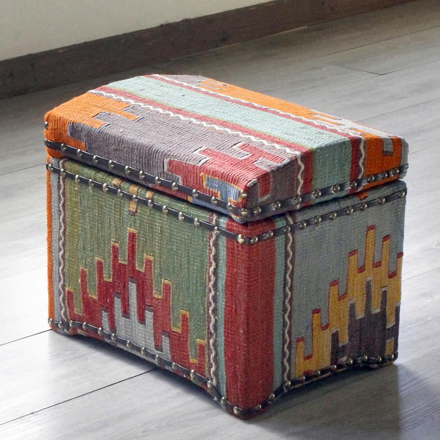 オールドキリム木製家具・宝箱Mサイズ・シワス地方の伝統柄・クシのモチーフ
