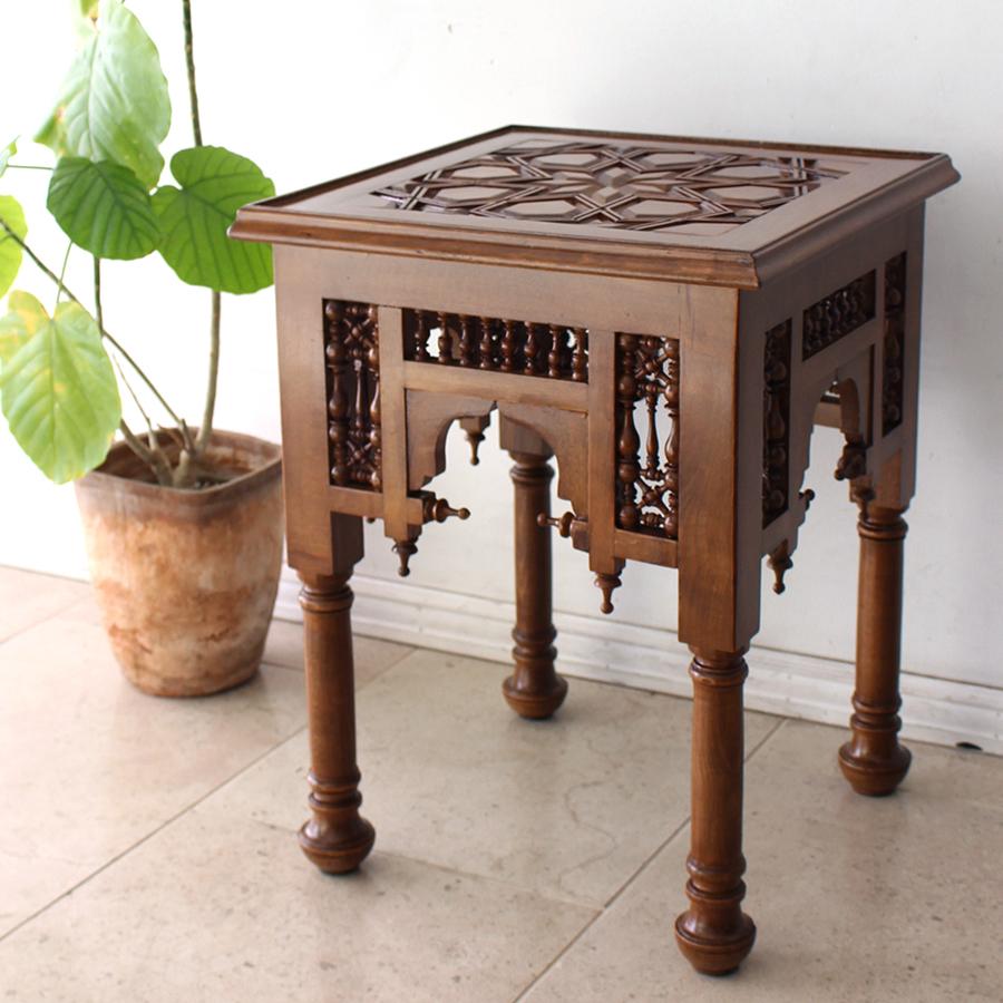 エジプト工芸木製家具スクエアテーブル・マシャラビア・丸脚・ライトブラウン・エジプト製イスラミックな幾何学デザインのテーブル